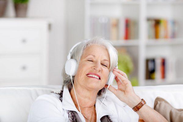 Música pode ajudar no controle da pressão alta, reduzir a dor e o estresse