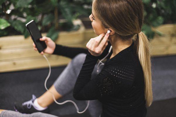 Malhar ouvindo música melhora o desempenho