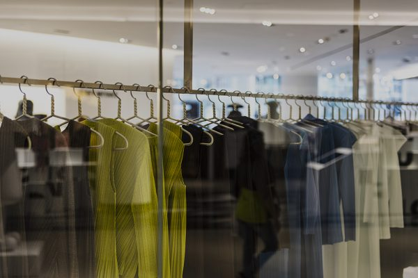 Dicas de música ambiente em lojas de luxo para impulsionar as vendas