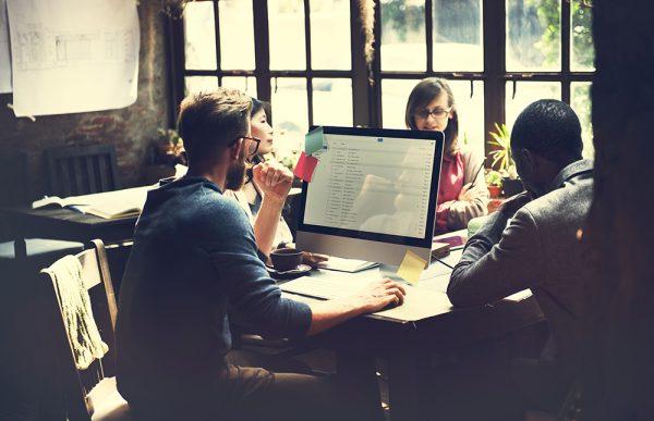 Como lidar com colegas barulhentos no ambiente de trabalho