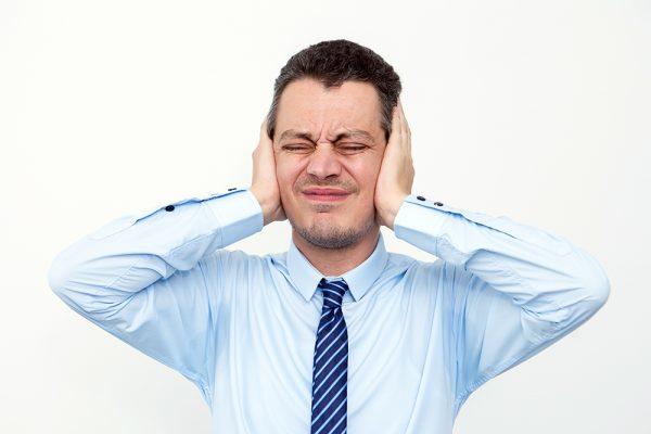 Quando o barulho no ambiente de trabalho é capaz de prejudicar a audição