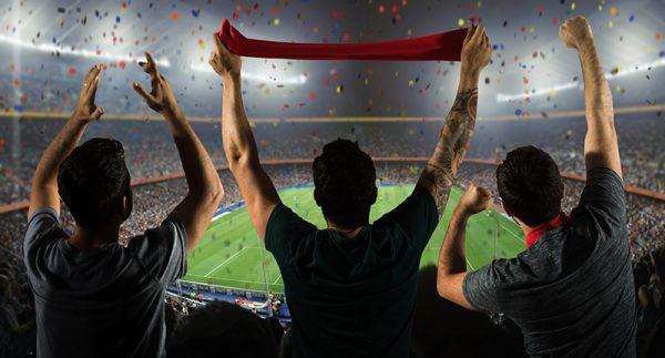 Barulho em excesso nos estádios de futebol pode causar danos à audição